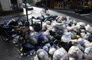 Vista del pasado18 de julio, de montañas de basura que se amontonan en las calles de Buenos Aires (Argentina) por el conflicto laboral que enfrenta al Gobierno de la ciudad con los sindicatos de los trabajadores involucrados en la retirada de residuos. EFE